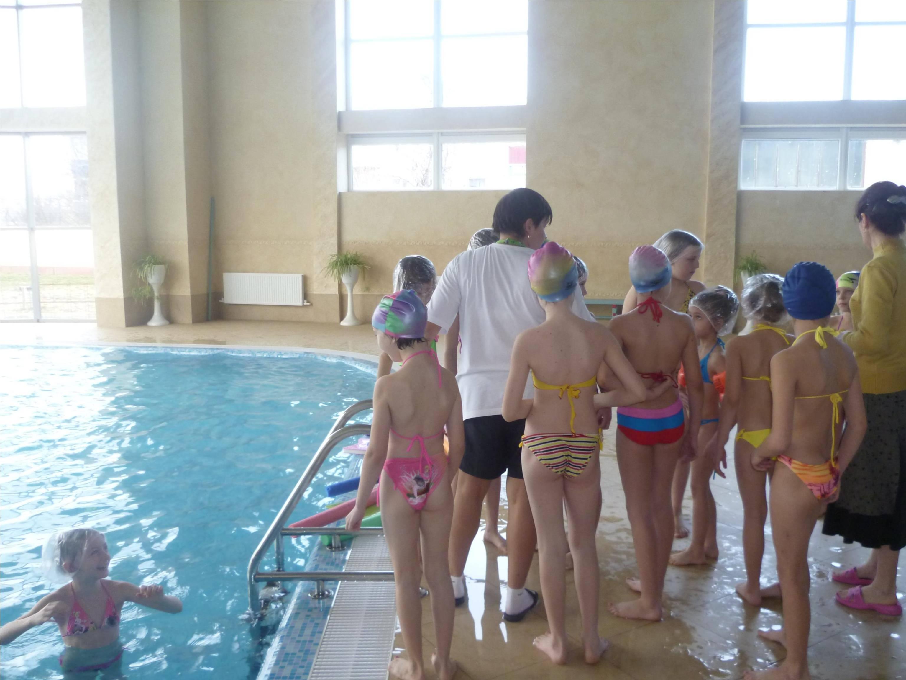 Фото бассейнов с детьми в школах